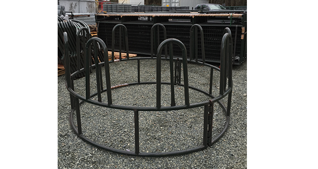 Round bale horse feeders for farming and agricultural applications
