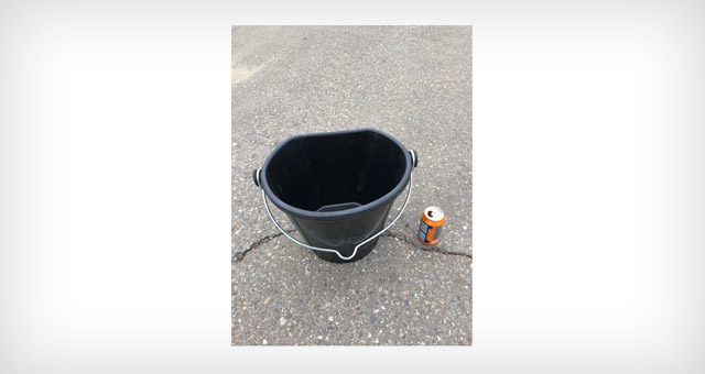 19 quart rubber flex bucket for farming and agricultural applications