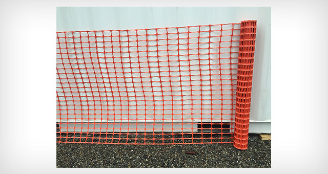 Heavy duty safety snow fencing